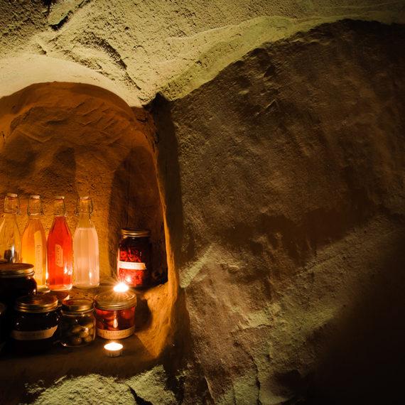Grotta in Arenaria dove consumare colazioni o degustazioni durante il soggiorno al B&B Pomarancio