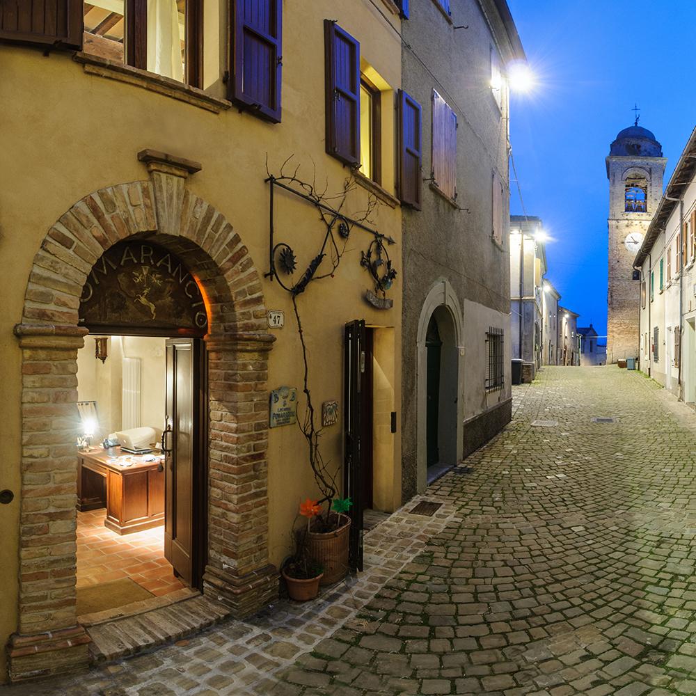 Scorcio di Mondaino, il borgo medievale che ospita il B&B Pomarancio